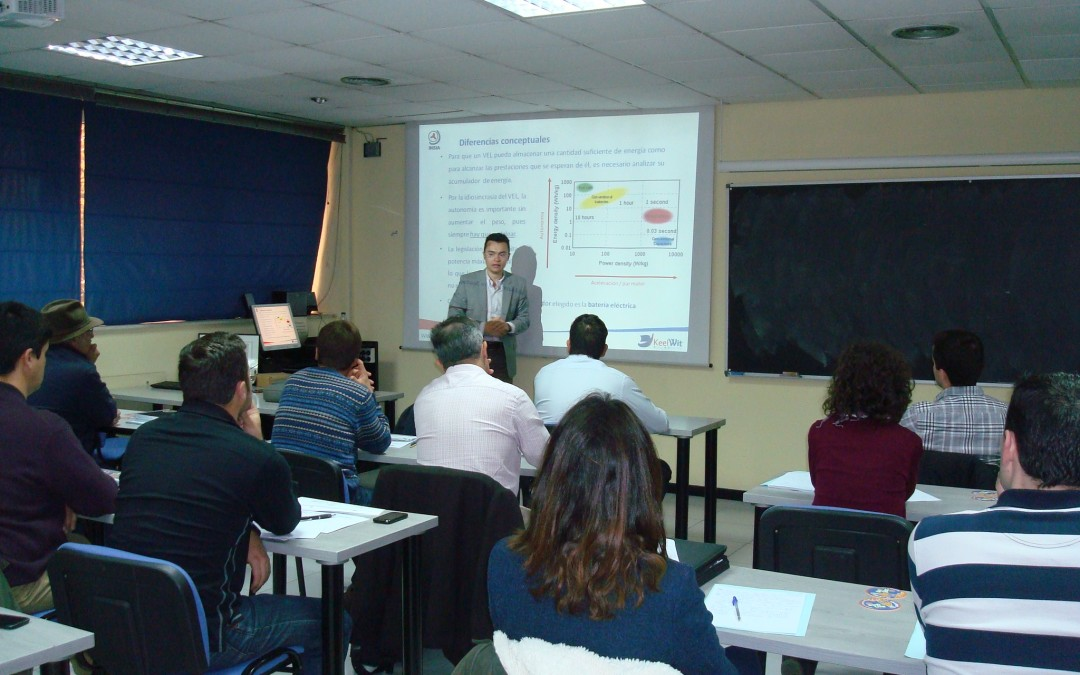 Isaac Prada and José María Cancer lecture in the electric & hybrid vehicle course organized by ASEPA and INSIA